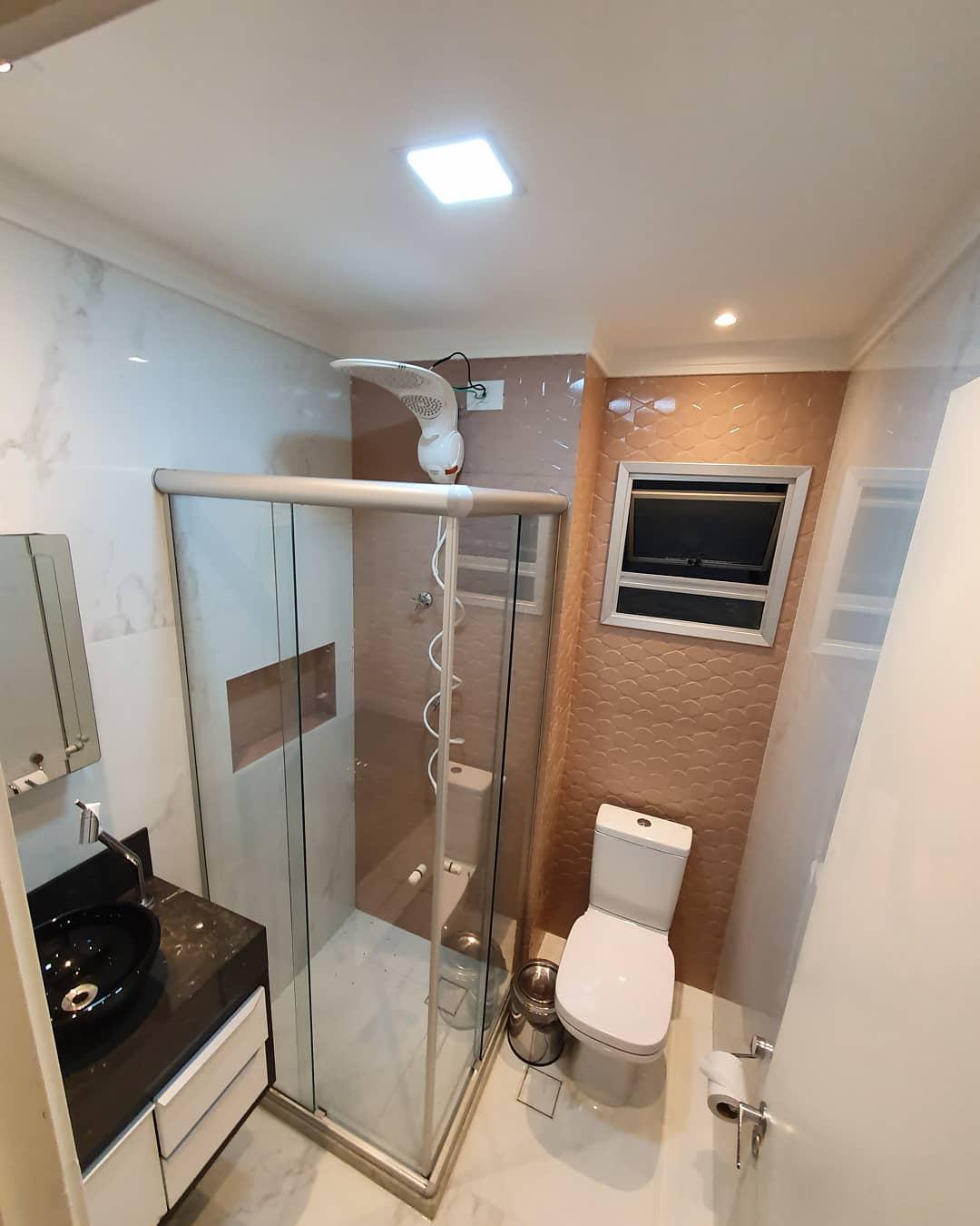 banheiro rosa simples