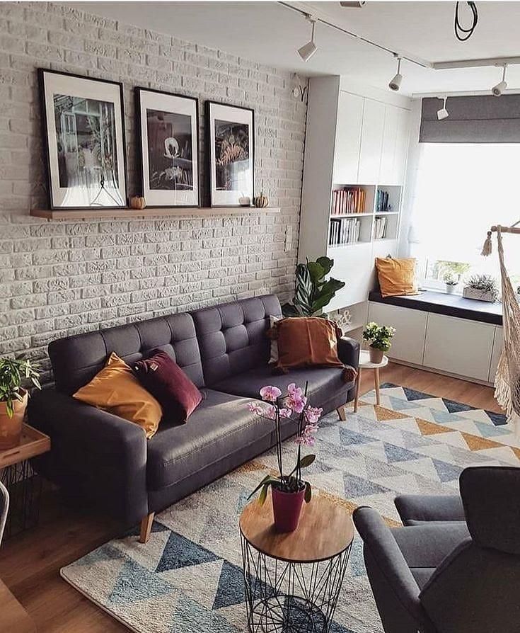 sofa cinza chumbo em sala decorada