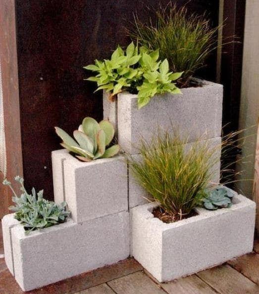 jardim simples em blocos de concreto