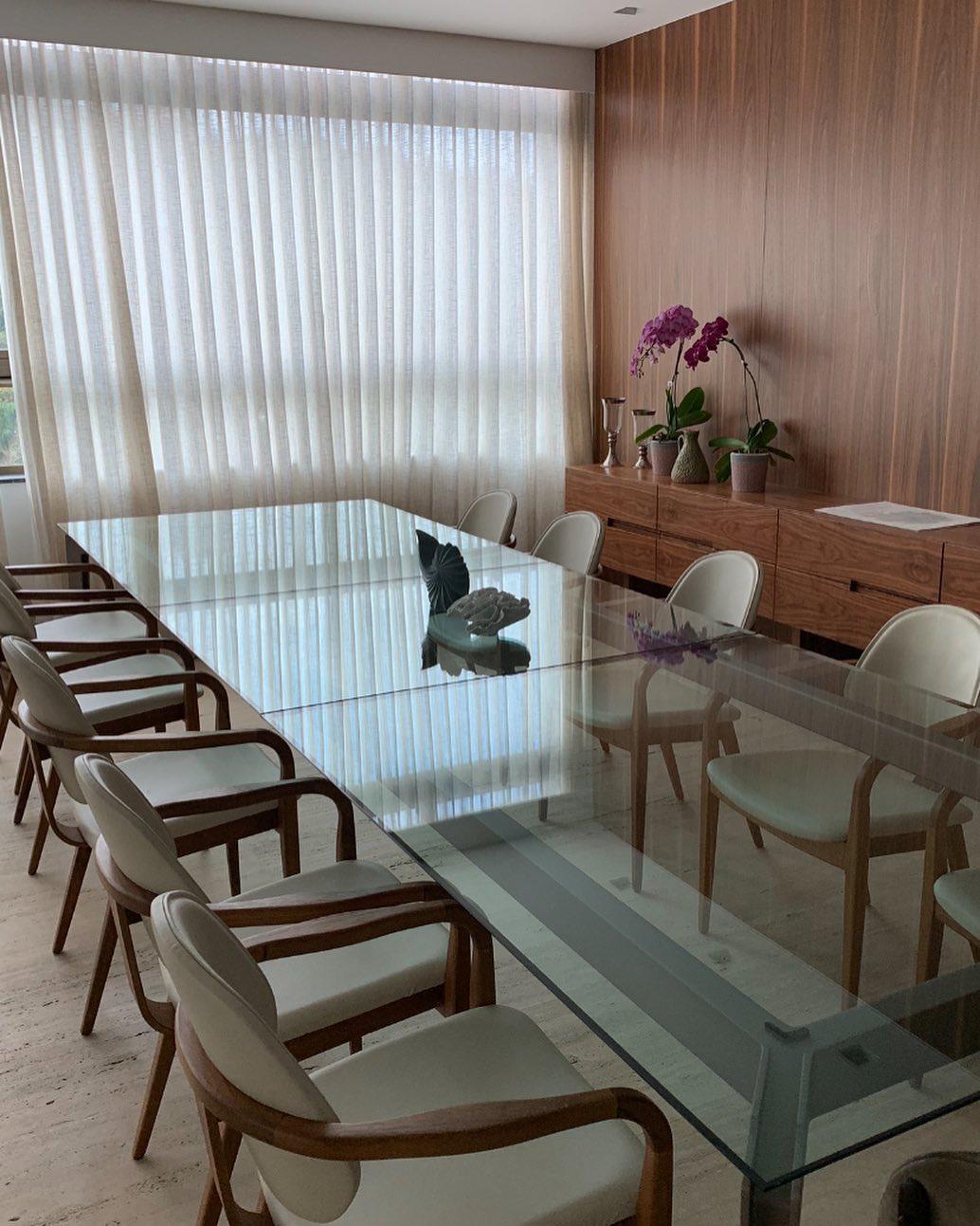 mesa de jantar de vidro transparente