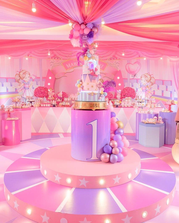 decoração luxuosa festa circo rosa