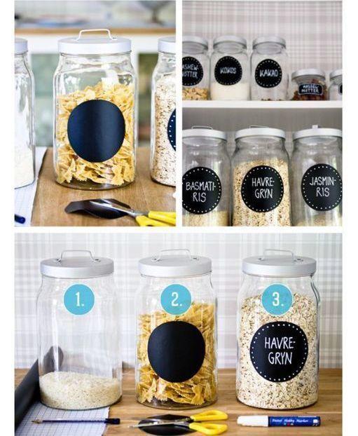 potes de vidro com etiquetas para organizar mantimentos
