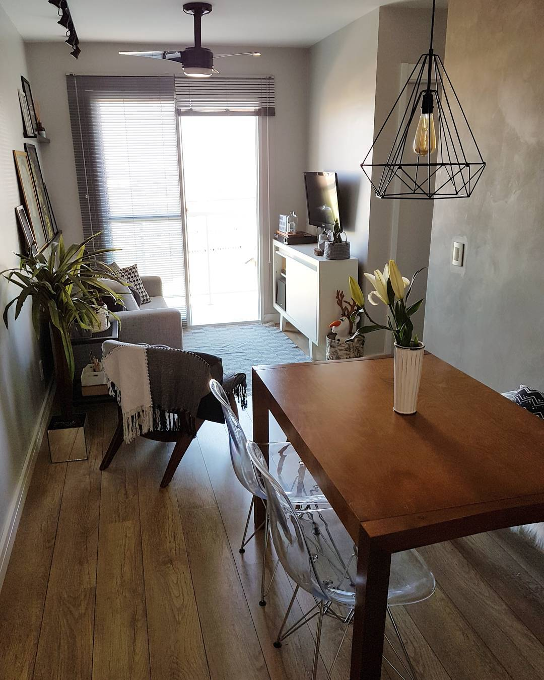 mesa de jantar pequena retangular de madeira