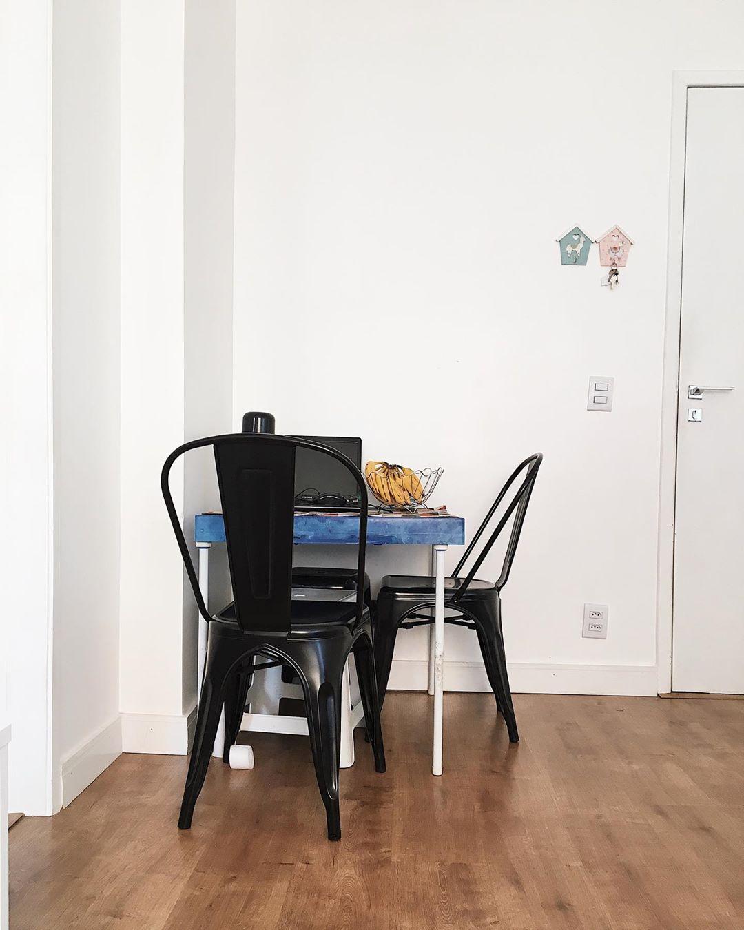 mesa de jantar pequena quadrada