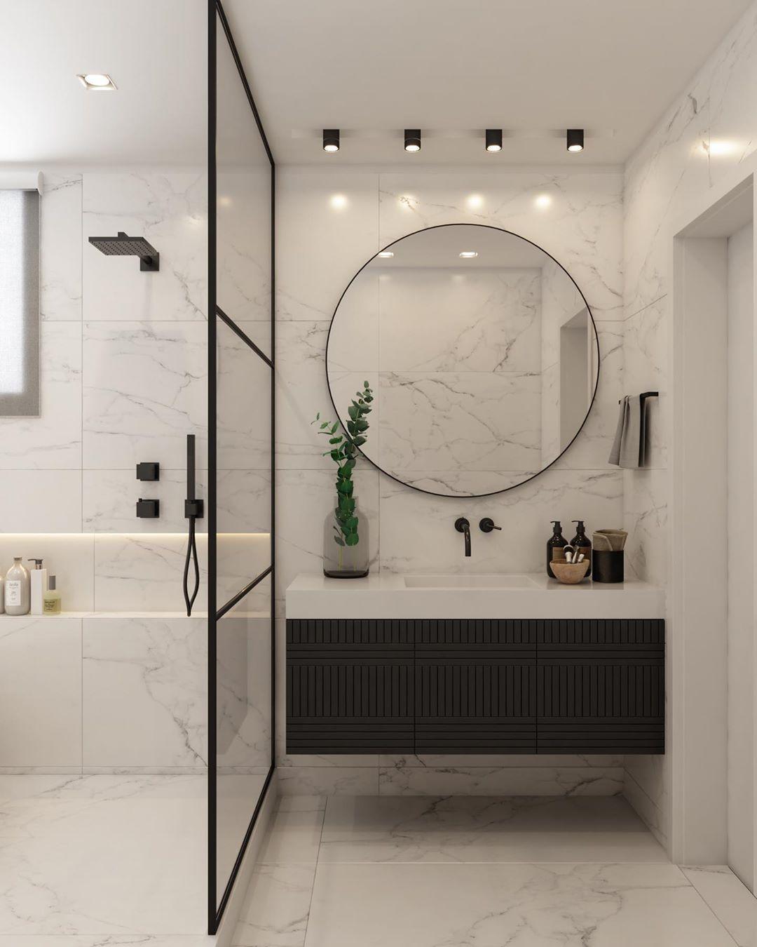 espelho redondo grande no banheiro