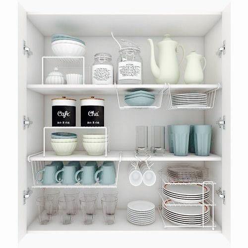armario de cozinha organizado com aramados