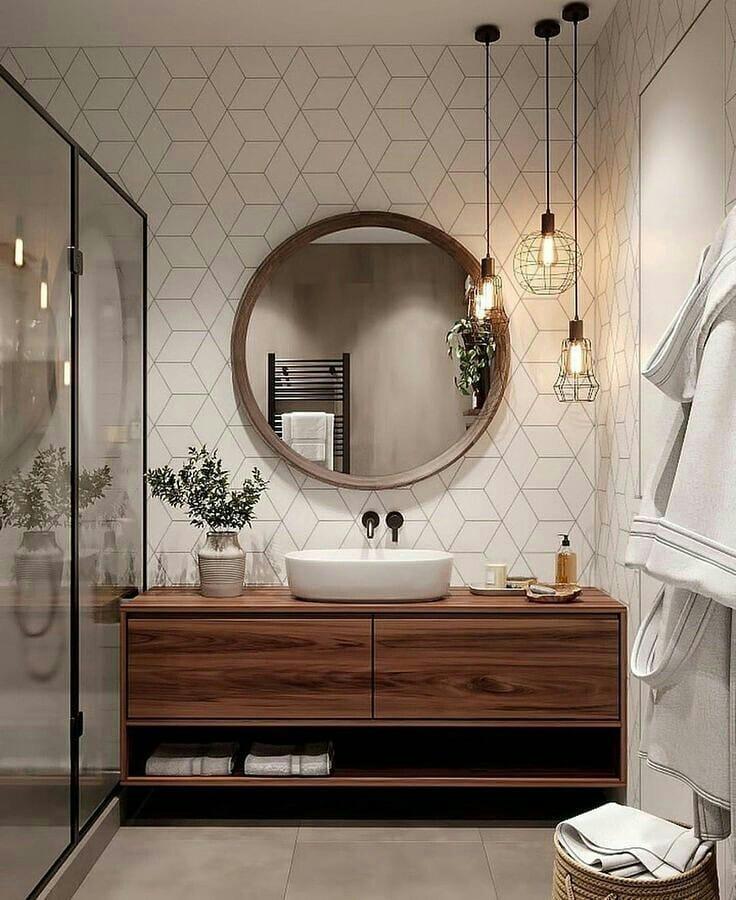 espelho redondo grande com moldura no banheiro