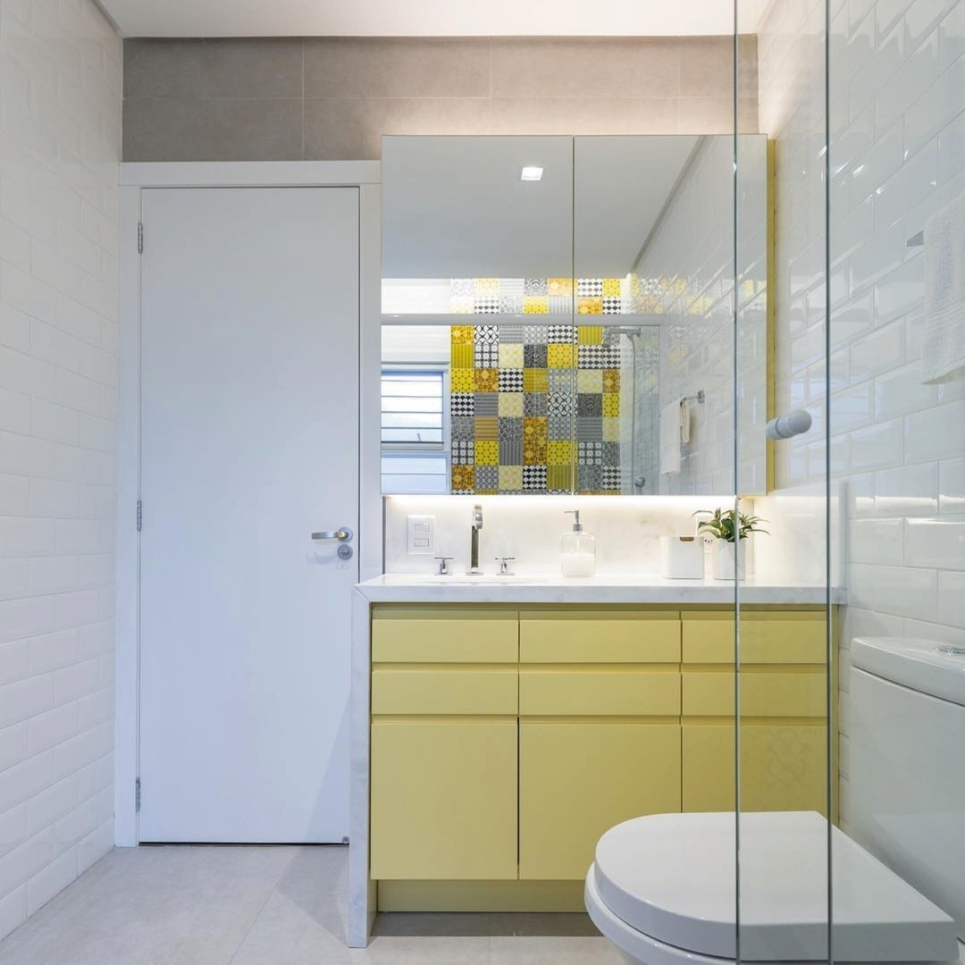 banheiro quadrado colorido moderno