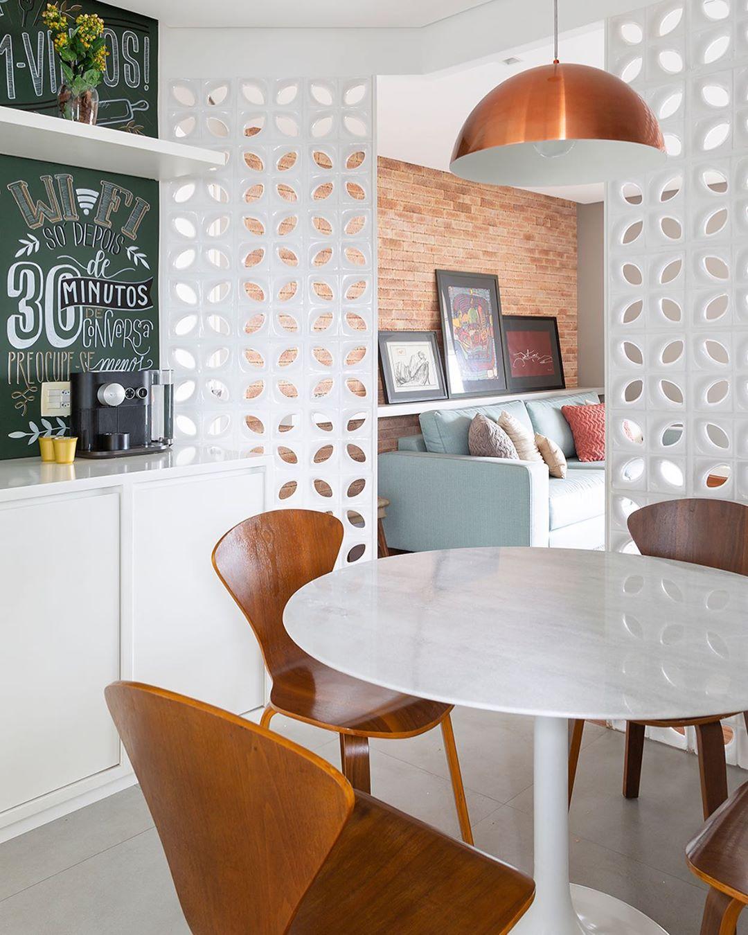mesa de jantar pequena redonda branca