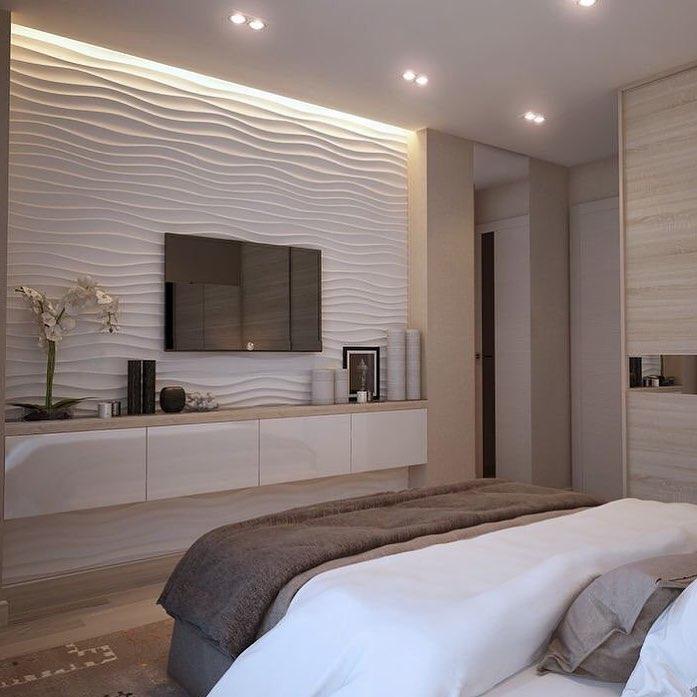 rack branco estreito em quarto de casal