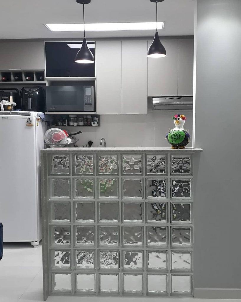 balcão cozinha americana com tijolo de vidro