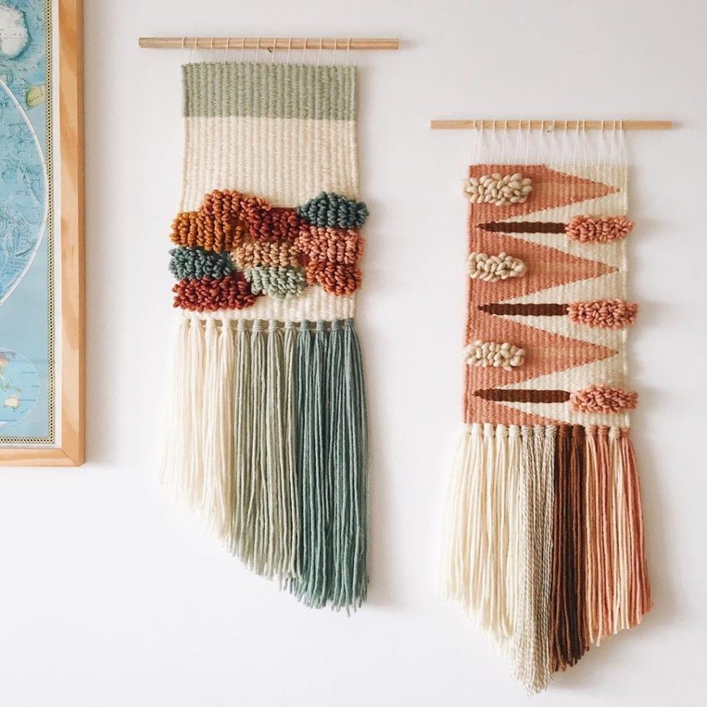 conjunto de duas tapeçarias na parede