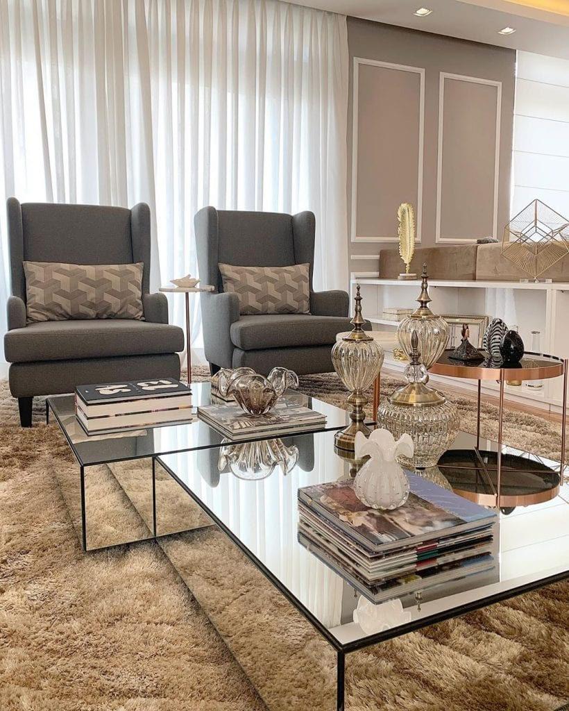 sala de estar luxuosa com conjunto de mesa de centro espelhada