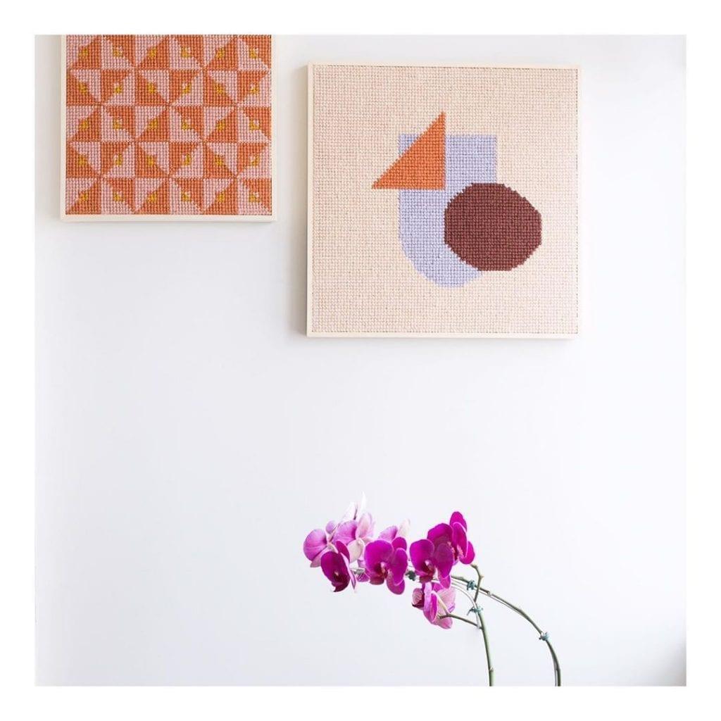 tapeçaria com moldura formando quadros