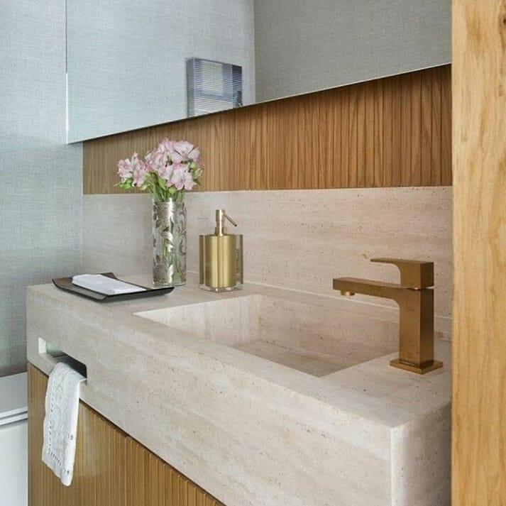 banheiro elegante com cuba esculpida em mármore