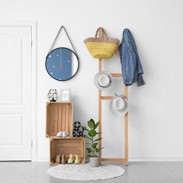 hall de entrada simples e pequeno decorado