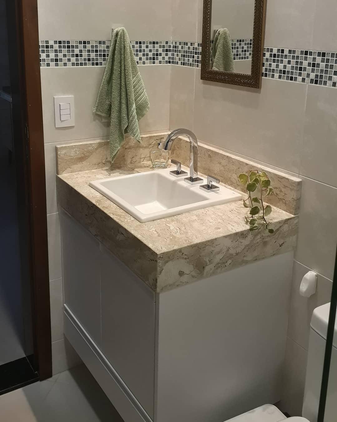 bancada de marmore travertino banheiro pequeno