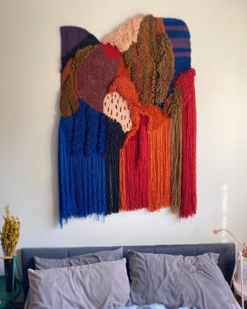 tapeçaria na parede na decoração de sala