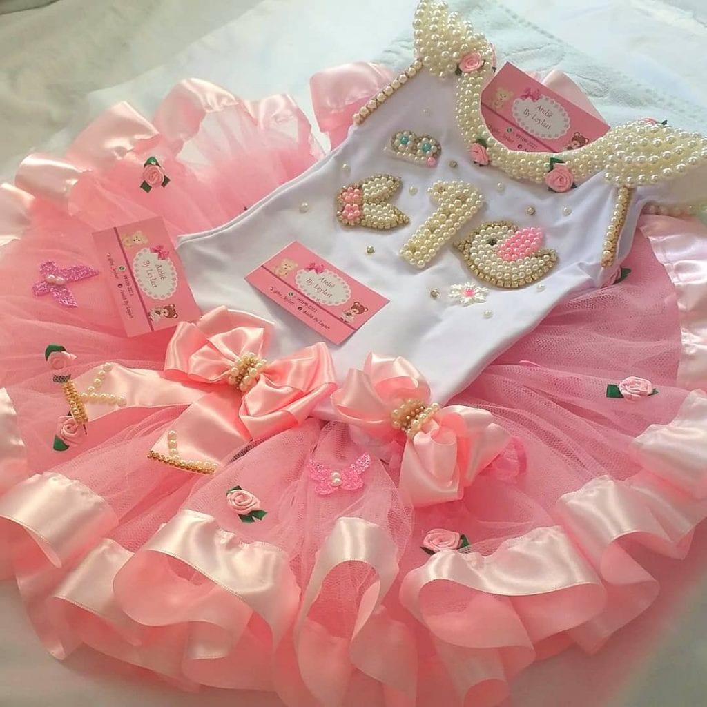 roupa aniversariante body + tule rosa tema jardim