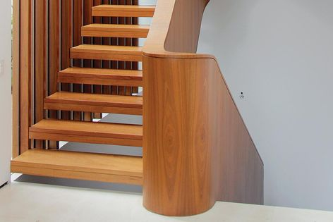 escada de madeira em cumaru