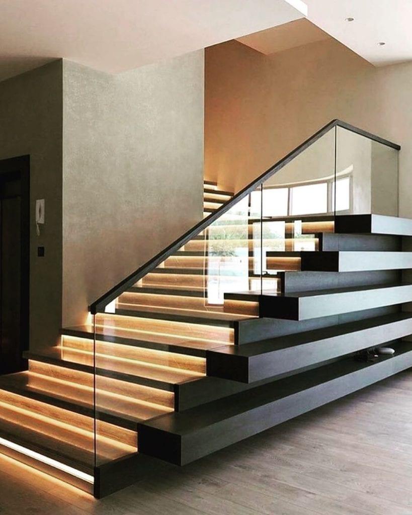 escada de madeira moderna estilo industrial