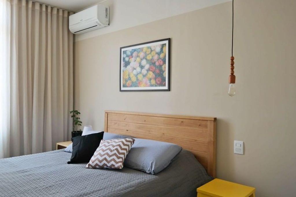 cabeceira de madeira simples e minimalista