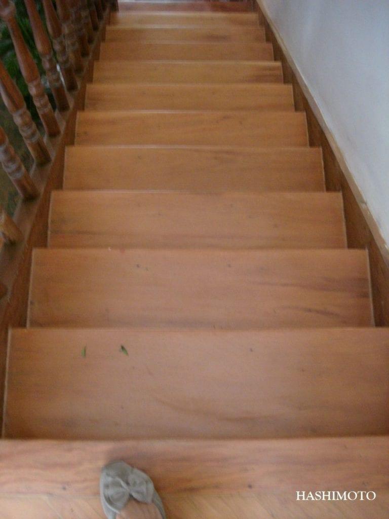 escada de madeira em peroba rosa