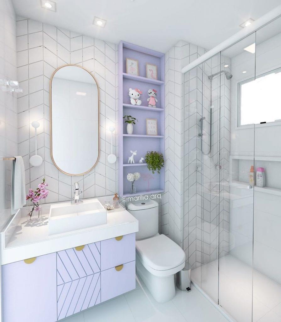 banheiro em tons de lilas e branco delicado