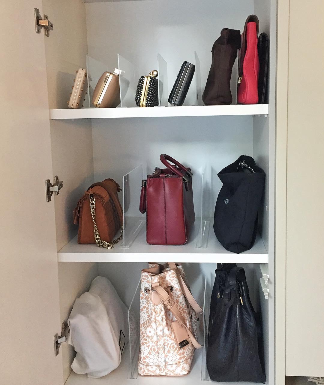 como organizar bolsas com divisorias de acrilico