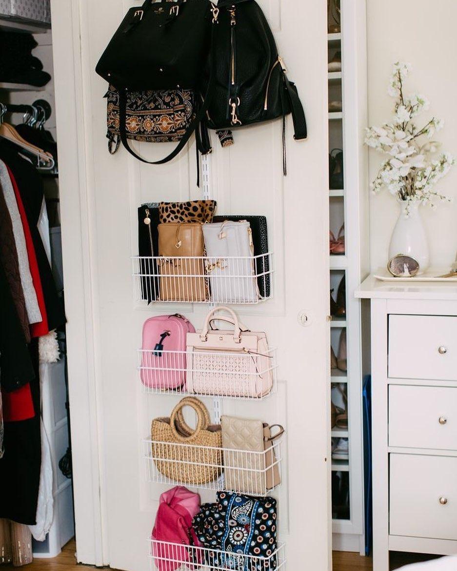 cestos para organizar bolsas atrás da porta