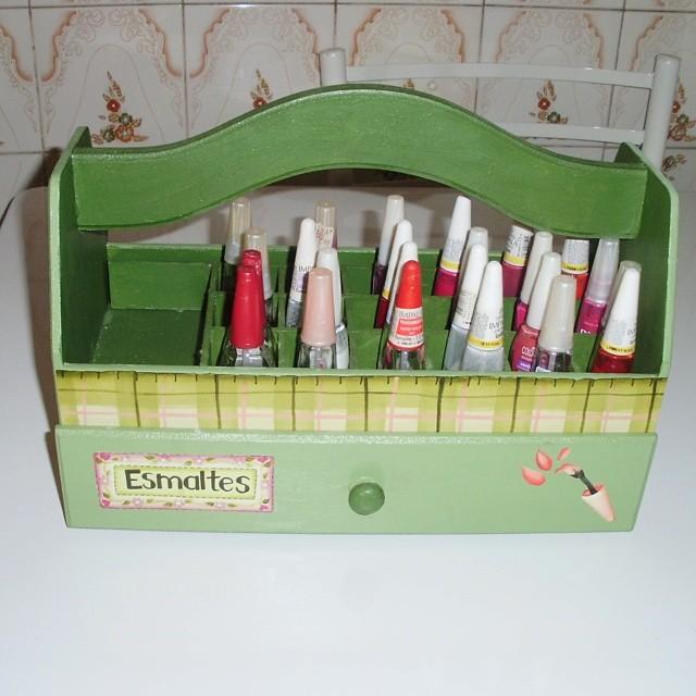 guardar e organizar esmaltes em caixa