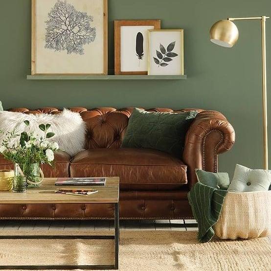 sofa chesterfield em couro marrom