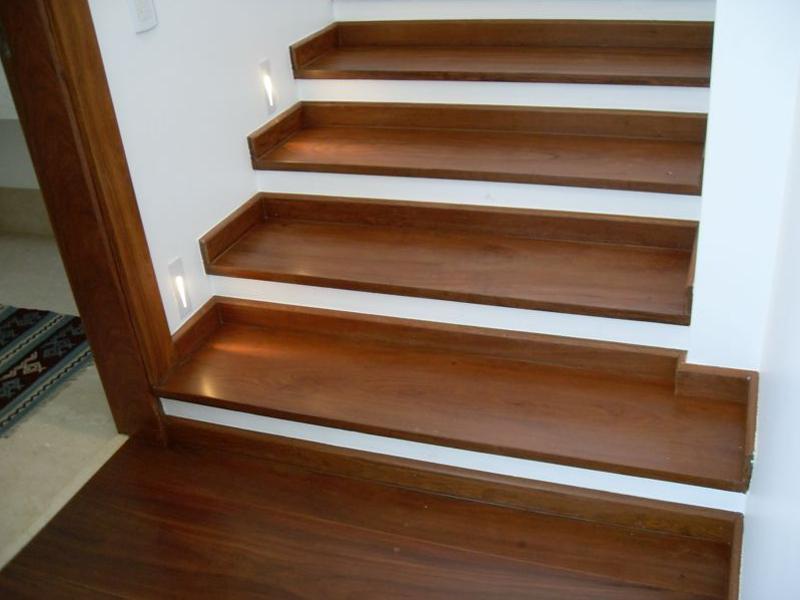escada de madeira em ipe