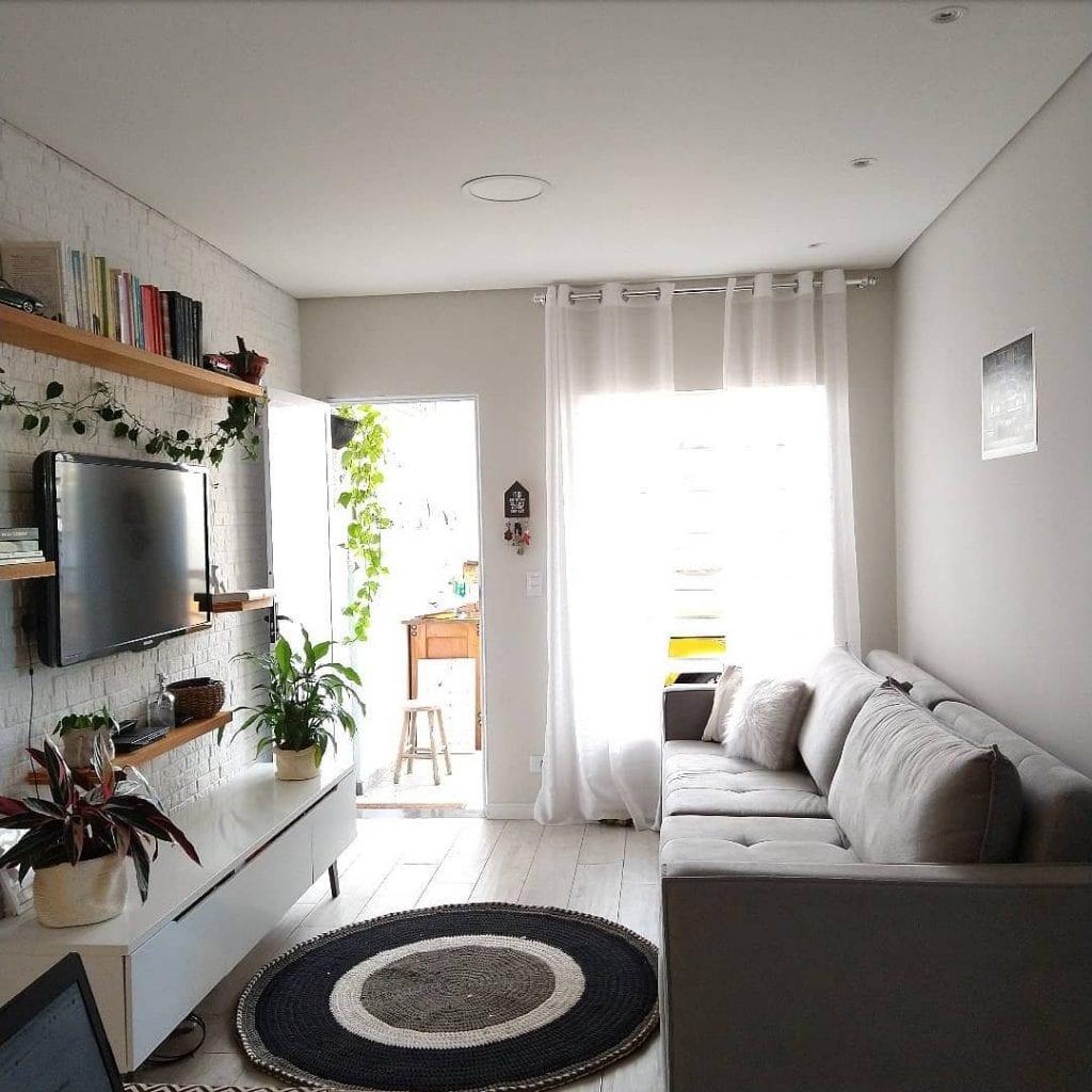 tapete redondo pequeno em sala de estar