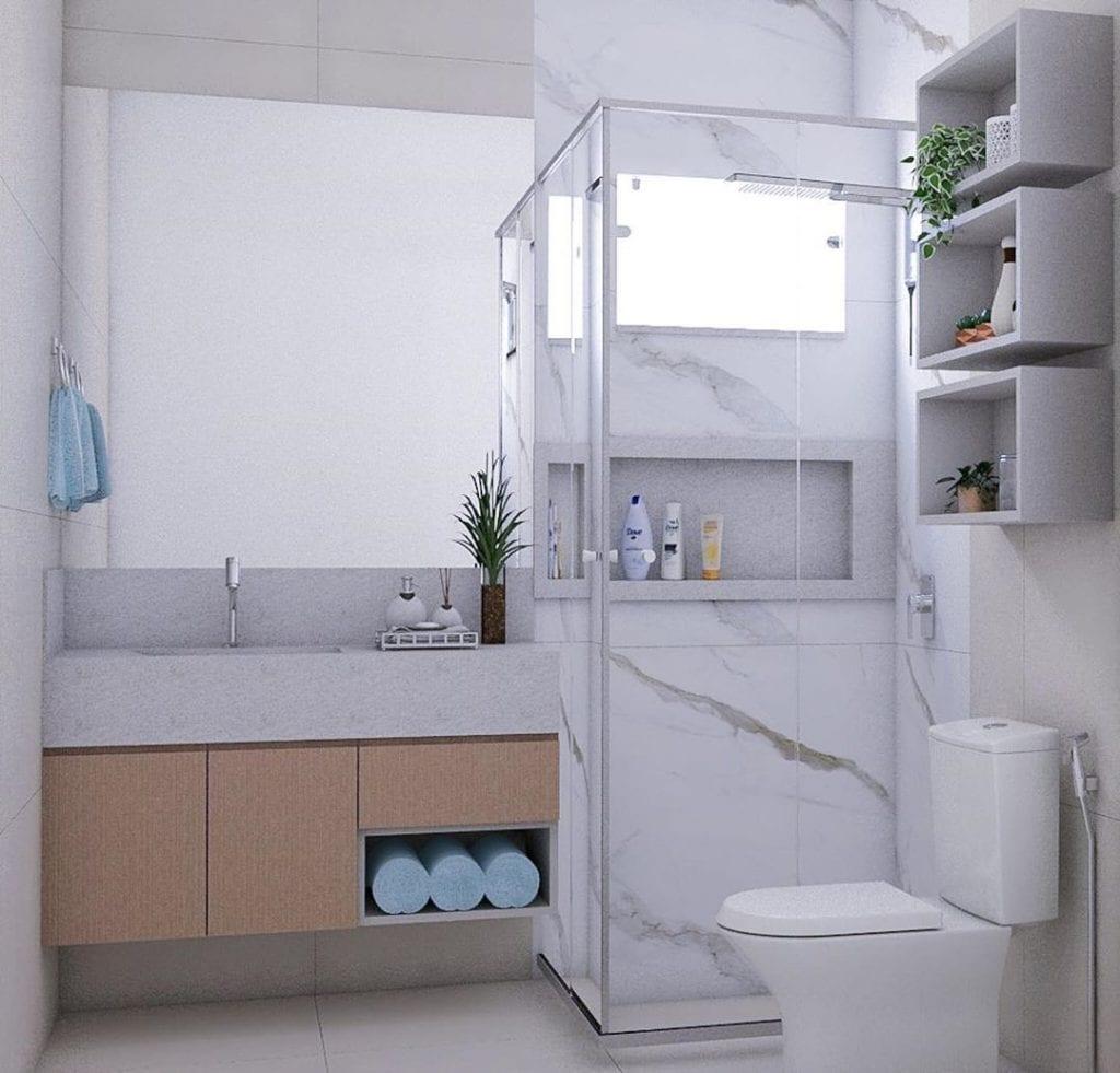 banheiro quadrado moderno em tons de branco e madeira