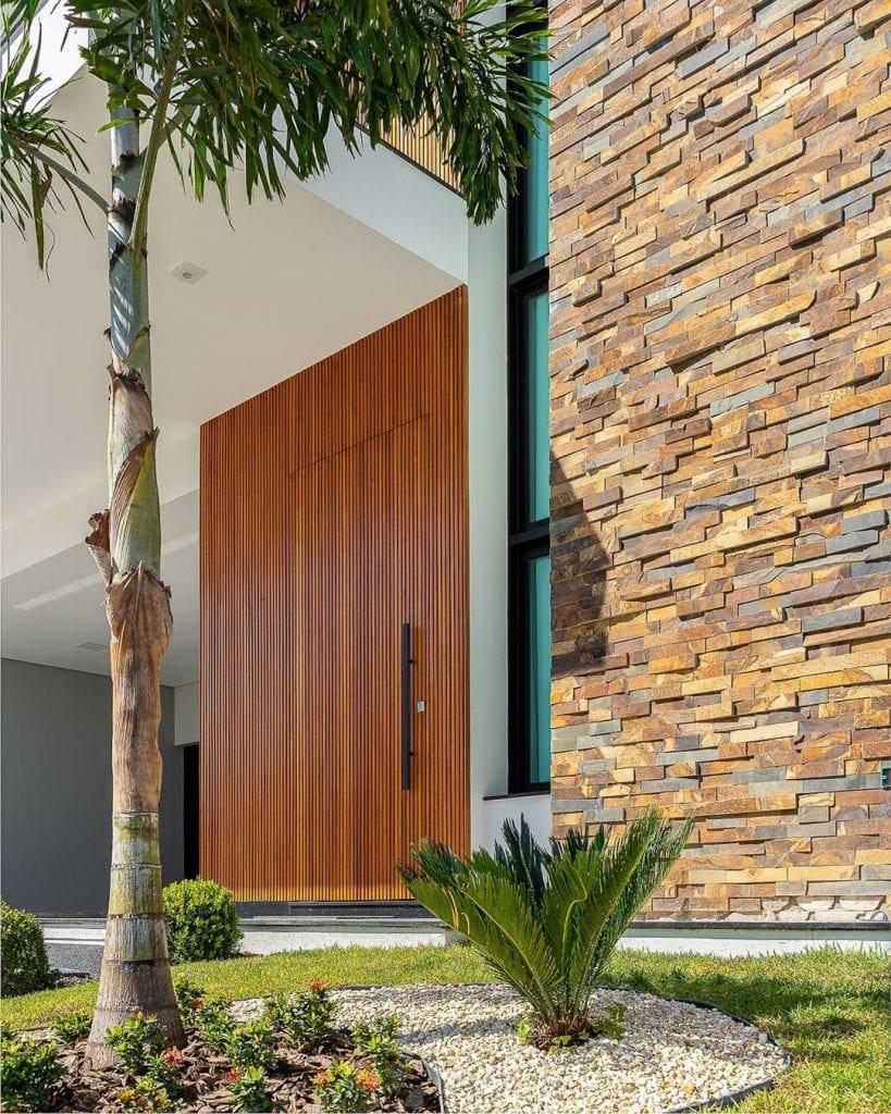 madeira ripada em fachada de casa
