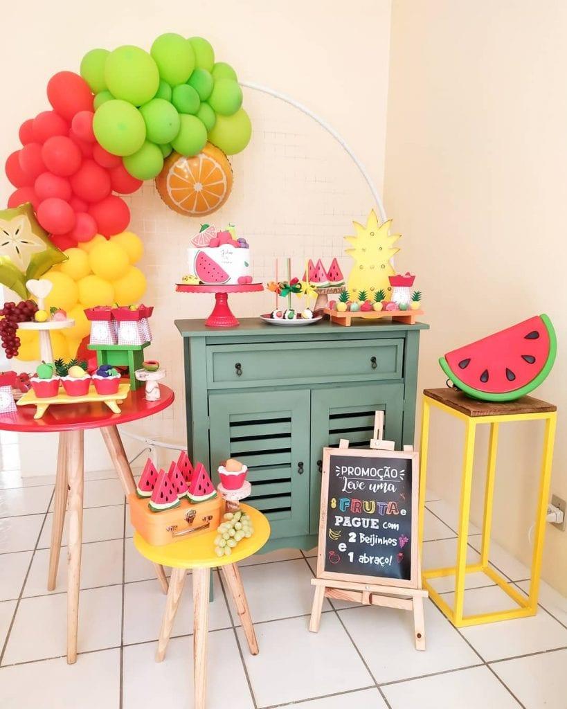 festa mesversario tema tropical melancia