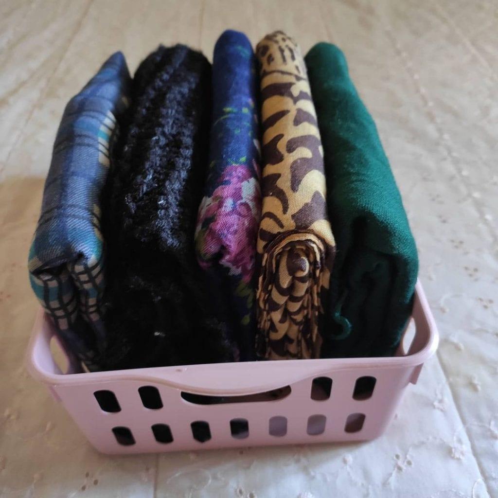 ideias para organizar lenços em cestos