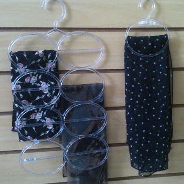 ideias para organizar lenços em cabides