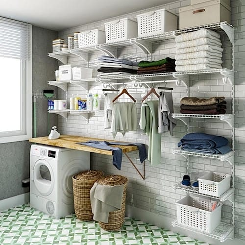organizar lavanderia com ganchos