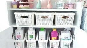 organizar lavanderia com cestos
