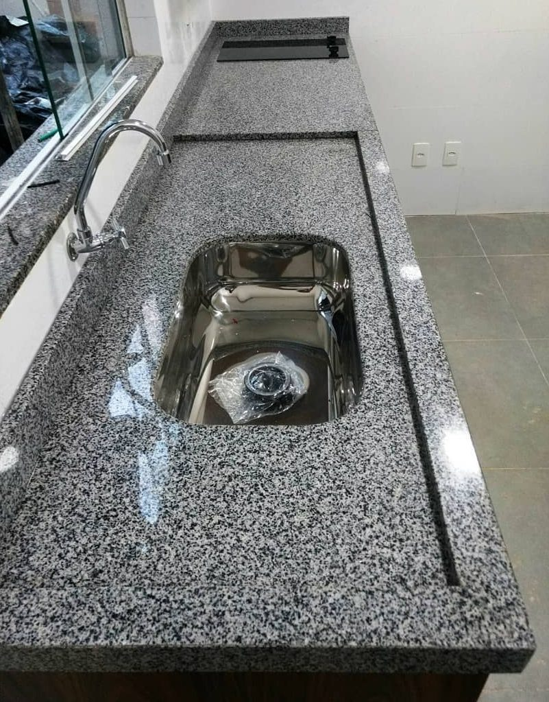 bancada de cozinha em granito cinza nobre