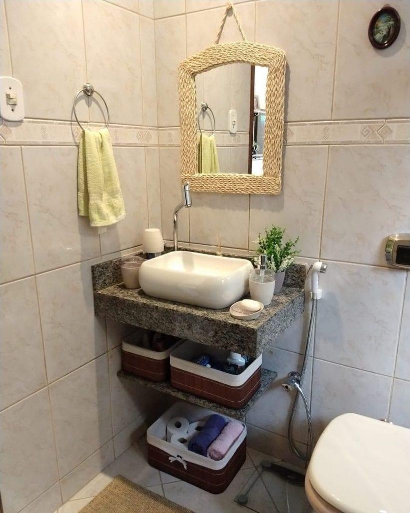 granito cinza ocre em banheior pequeno