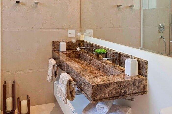 bancada de banheiro em granito marrom castor