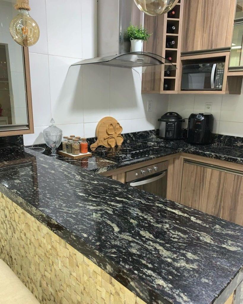 bancada de cozinha em granito preto indiano