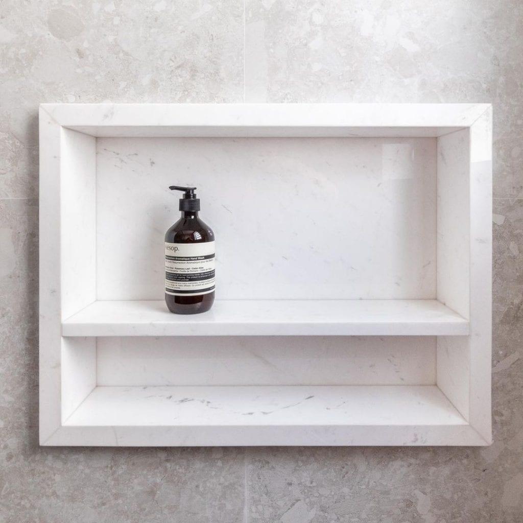 como organizar o banheiro com nichos