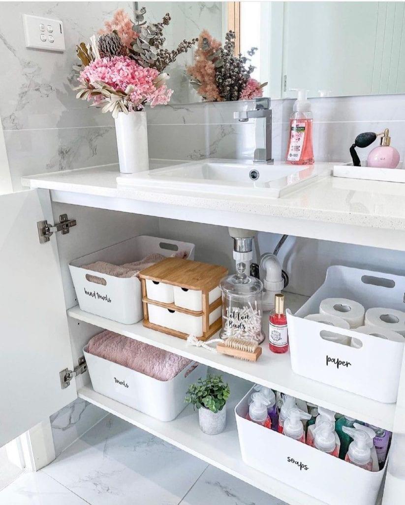 como organizar o banheiro com caixas