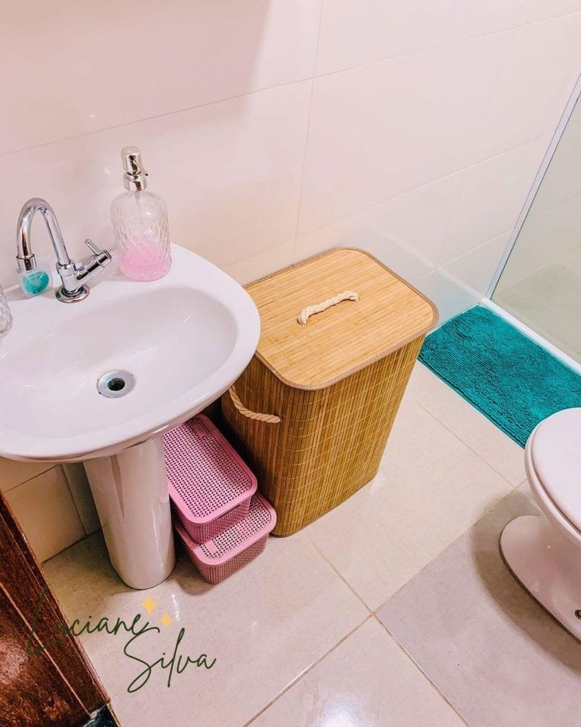 como organizar o banheiro com cestos