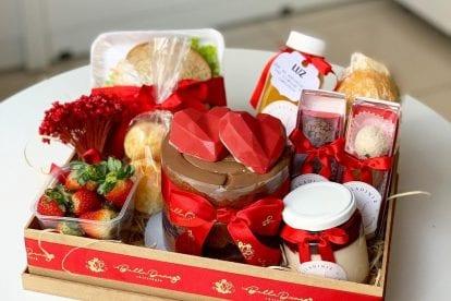 cesta de dia dos namorados de café da manhã