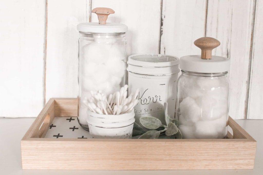 como organizar banheiros com potes de vidro